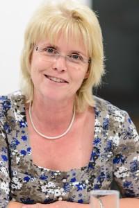 Songfire - Jahreshauptversammlung 2012 - Kassiererin Dr. Patricia Nischwitz stellt den Kassenbericht vor