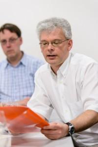 Songfire - Jahreshauptversammlung 2012 - Kassenprüfer Jochen Müller stellt den Bericht über die Kassenprüfung vor