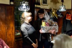 Das größte Geschenk staubte verdient Chorleiterin Annette Marke ab
